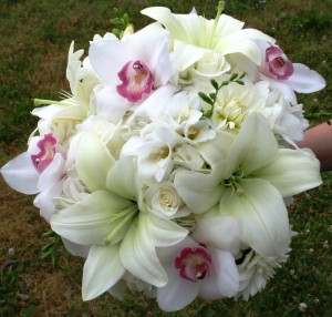 white-orchids-and-roses
