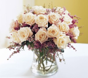 purple-white-rose-flower-arrangement-bouquet
